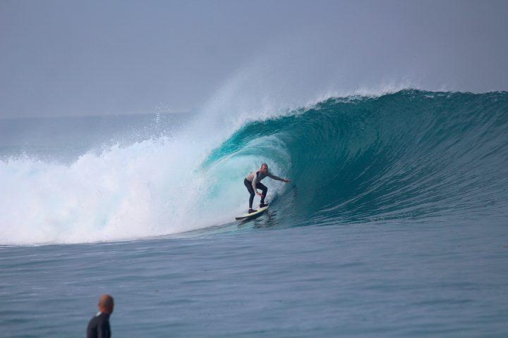 resort latitude zero, surfing, surf report, Telo Islands, Sumatra, holiday, waves, tube, fun