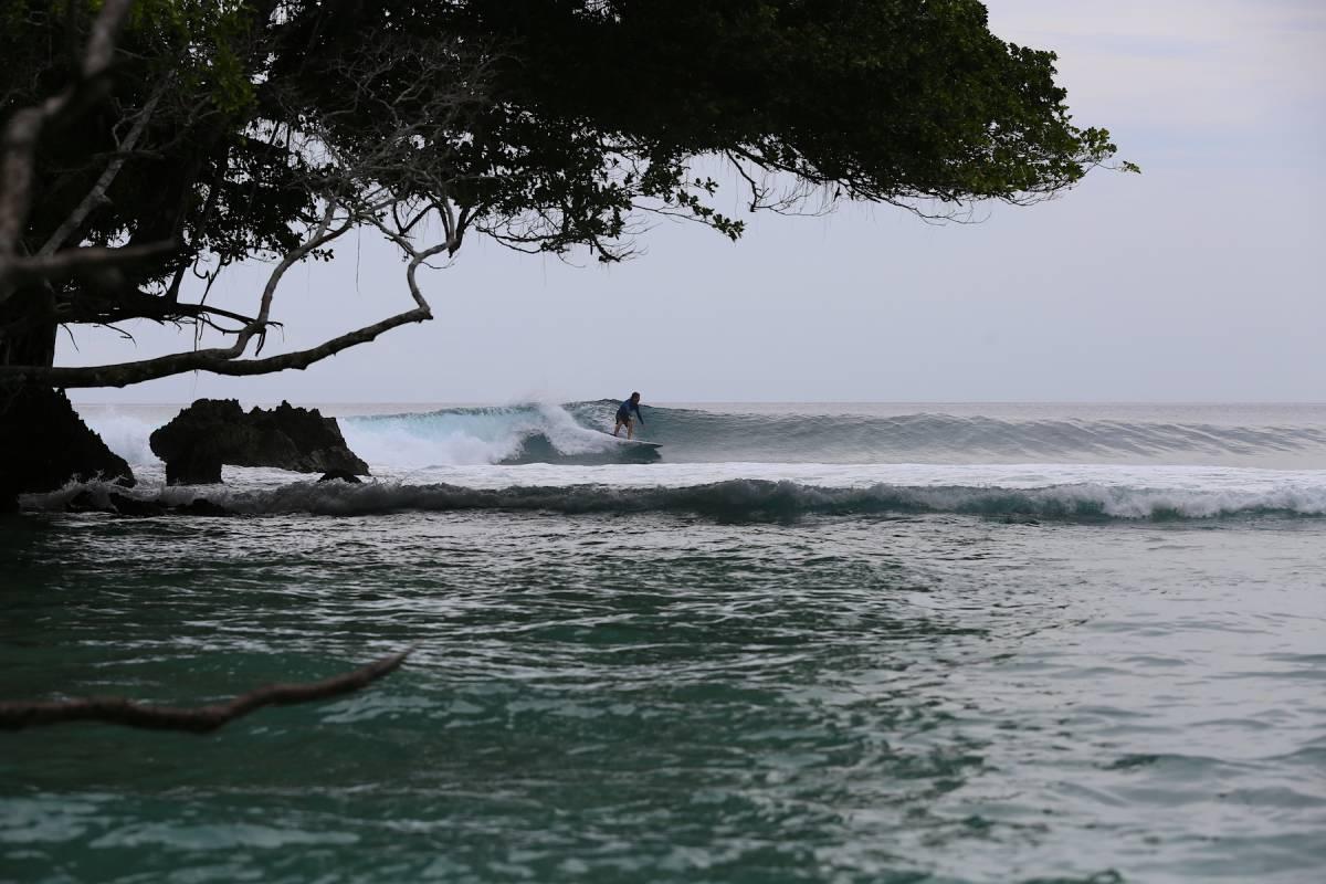Resort Latitude Zero Surf Report. Surfing Resort Telo Islands Sumatra