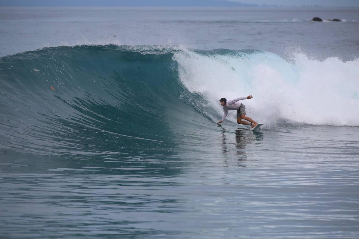 Resort Latitude Zero Surf Resort - Its Pumping - Surf Report